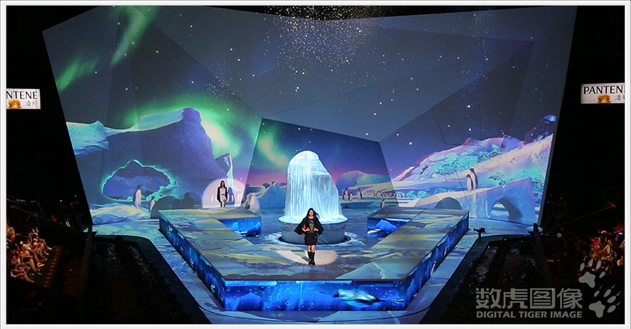 将多媒体技术与视觉设计结合,拓展表演空间,创新舞美视觉呈现方式